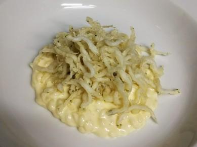 新鮮な帆立の旨みが広がる、柔らかな口あたりの前菜『北海道産帆立貝のタルタルソース』