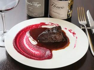 ホロホロの柔らかさが絶妙の『国産牛ホホ肉の赤ワイン煮込み』