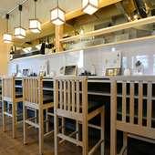 ゆったりとくつろげる、まるで和食店のような落ち着いた雰囲気