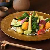 彩り豊かな野菜の旨味を存分に『葉月風野菜サラダ』
