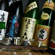 お酒は、地酒に力を入れたラインナップ。辛口のものが中心で、店主が心からおすすめできる銘柄をセレクトしているそうです。メニューにない地酒もあり、リクエストをすれば仕入れてくれることも。