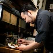 メニュー以外の料理も、可能な範囲でリクエストに応えてくれるとか。ゲストが快適に過ごせているかを常に心掛けているそうで、細やかな気配りがうれしい居酒屋です。