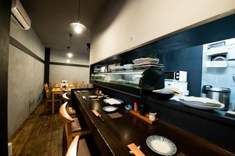 アットホームな雰囲気の中、海鮮料理とお酒をゆったり満喫
