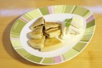 韓国の焼き菓子「ホトック」をごま油で焼き上げ、濃厚なバニラアイスをオンして食べる人気デザート。