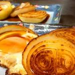 自家製あまだれで仕上げる玉ねぎはゆっくりとバターで火入れし、甘味を引き出しています。