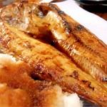 北海道から取り寄せる国産「真ほっけ」は良質な脂をもち、大きくても食べ飽きないおさかなです。