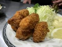 広島産の大粒牡蠣を使用したカキフライ。 サクサクの中に香り高いジューシー牡蠣が現れます。