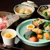 能登の名産「香箱ガニ」をはじめ、四季折々のご当地料理に舌鼓