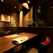 個室は2~4名用が5部屋、6~8名様用が3部屋、10~16名用を1部屋完備。スタイリッシュでオシャレな和のプライベート空間は、接待や記念日の会食などにぴったりです。