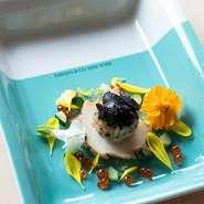 ~洗練された技と共に新感覚の彩りを~ 豪華食器と江戸前寿司のコラボレーションでおまかせコースを華やかに演出致します。大切な方との記念日や特別な日に、一味違うディナーを楽しめるオススメコースです。