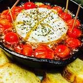 丸ごとカマンベールチーズとミニトマトのアヒージョ