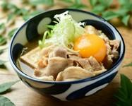旨味を吸い込んだ豆腐とたっぷりの豚肉、卵黄をからめてまろやかに!