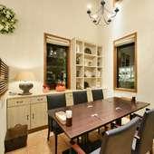 カジュアルで落ち着いた雰囲気の半個室は、6名まで利用可能