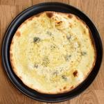 クリームソース/モッツァレラチーズ/ゴルゴンゾーラチーズ/ハチミツ/黒胡椒