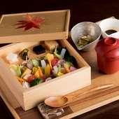 まるで野菜の宝石箱。ランチ限定の『合わせ箱(海・山)』