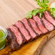 色とりどりのデリ、豪快なグリル料理、BBQが楽しめる