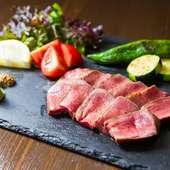 噛めば噛むほど美味しさ溢れる『厚切り牛タンステーキ』