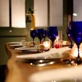 キャンドルの灯が「2人の時間」をロマンチックに彩ってくれる