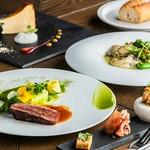 多彩な味が楽しめる一口料理と旬の食材を堪能するパスタ、選べるメイン料理、デザートまでついた豪華なコース。思わず写真を撮りたくなるような「インスタ映え」抜群の美しい盛り付けにも注目です。