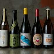 優しいテイストの料理に合う世界各国のワイン、注目の日本酒、焼酎など多彩なお酒を揃え、料理とお酒がお互いの魅力を高め合うペアリングを。コースメニューに合うお酒を楽しめる『ドリンクペアリング』がおすすめ。