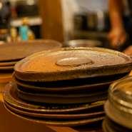 豪快で楽しい! 和皿を使ったダイナミックな盛り付けも人気