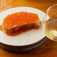 お酒の種類はボーダレス。ビストロ料理をアテにゆったり飲める!