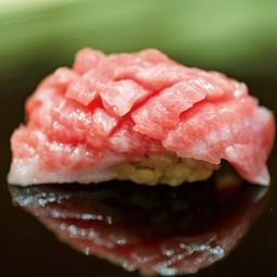 シックで優雅な空間でタラバ蟹をご堪能ください。 厳選した食材を利用した鍋を是非ご賞味ください。