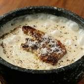 チーズのコクと濃厚なフォアグラに黒胡椒のアクセントが効いた『フォアグラの石焼きクリームリゾット』