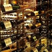 好みのワインが見つかること間違いなしの、膨大な品揃えが自慢