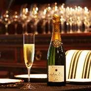 ゴネ、ドゥッツ、エルヴェ マルロー等自社輸入のクオリティーの高いシャンパーニュをグラスでご用意しております。