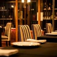 22時までは永瀬シェフの料理をいただけるレストラン、それ以降はワインバーとして利用できるこちらのお店。落ち着いた雰囲気の店内で、ゆっくりくつろぎながら、ワインの奥深さに触れることができます。