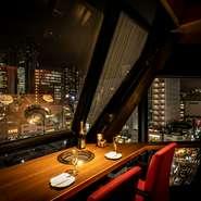 店内には、デートに最適な夜景が見えるおしゃれなカウンター席があります。景色が良く、ランチデートでもディナーデートでもおすすめ。コースも2500円~とリーズナブルで普段使いのデートとして重宝します。