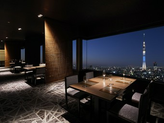 24Fの最上階から望む絶景を眺めながら、新たな思い出づくりを