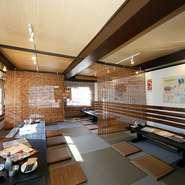 2階は最大32人まで利用できる座敷。貸し切りの宴会も対応可能なので、大人数での利用はこちらの予約がおすすめです。ゆったりとくつろぎながら沖縄料理を堪能できます。