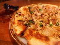 ヒラヤチーとは、沖縄の方言で平焼きの意味。 はなはなではさっぱりシークワーサーポン酢で!!  プレーン ¥580 明太子  ¥680 アーサー(あおのり) ¥680
