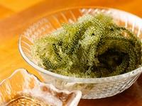 別名 グリーンキャビア プチプチの触感はいくらや数の子を彷彿させますが、海藻なのでノンカロリーでサッパリしてます。 厳選した業者より空輸で仕入れてるので新鮮!!