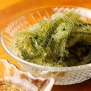 """まずは注文いただきたいメニューのひとつ。""""グリーンキャビア""""とも呼ばれる、沖縄名物の代表を現地から直接お届け。プチプチとした瑞々しい食感がやみつきになります。"""