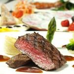柔らかな国産牛フィレ肉を、マデラ酒香るソースで。