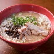 背脂がスープに溶け込んだ、濃厚スープがクセになる『コク味とんこつ』