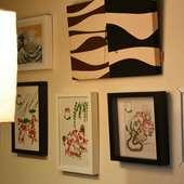 しゃれた切り絵作品がお店の雰囲気をほのぼのと彩る