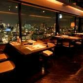 眼下には美しく広がる夜景。地上80メートルのパノラマ美食空間