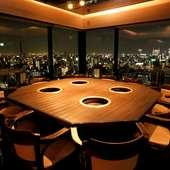 天空に浮かぶ円卓やパノラマビューシートなど、様々な個室を完備