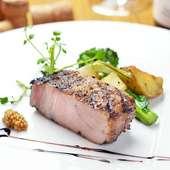 素材が良いから、シンプルな味付けと調理だけで格別の味に。『しらさわ豚 肩ロースグリル』
