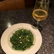 イタリア修業経験を持つオーナー監修のもと、自信を持って届ける本格イタリアン。数種類のチーズをブレンドした濃厚な風味。最後の仕上げはゲストの目の前で。五感を楽しませるシェア率1位のパスタです。