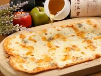 4種のチーズのピッツァです。