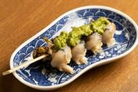 北海道ならではの食材「つぶ貝」を使った札幌おでん。 えりも産つぶ貝独特の食感・風味と、ソースとのマッチングをお楽しみください。  ※化学調味料は一切使用使用しておりません。