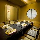 接待や会食、ご家族でのお集り、歓送迎会などに向く個室を完備