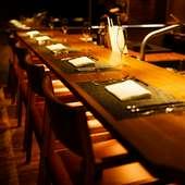 最大8名のカウンター席。5名以上の接待なら、貸切利用もオススメ
