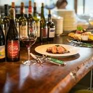 肩ひじ張らずに、美味しい上質な料理とワインを楽しめるのも魅力。喧噪を離れた閑静な住宅街にあり、近隣に住まう夫婦のデートにも利用されています。カジュアルな雰囲気は初デートの緊張もほぐしてくれそうです。