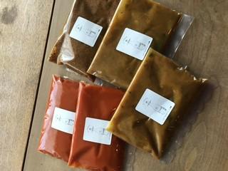 パスタソース単品 トマト、カレー各350円 ミートソース450円